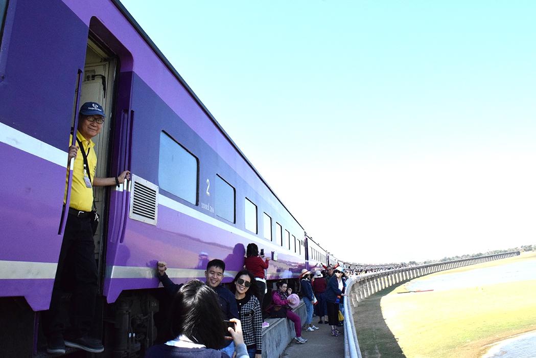 ท่องเที่ยวด้วยรถไฟ เที่ยวย้อนวัยใกล้กรุง สุขได้ไม่ต้องรอเกษียณ