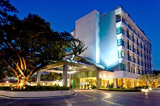 ผ่อนคลายกับโรงแรมสไตล์รีสอร์ทในย่านเมืองเก่า @ รอยัล ปริ๊นเซส หลานหลวง
