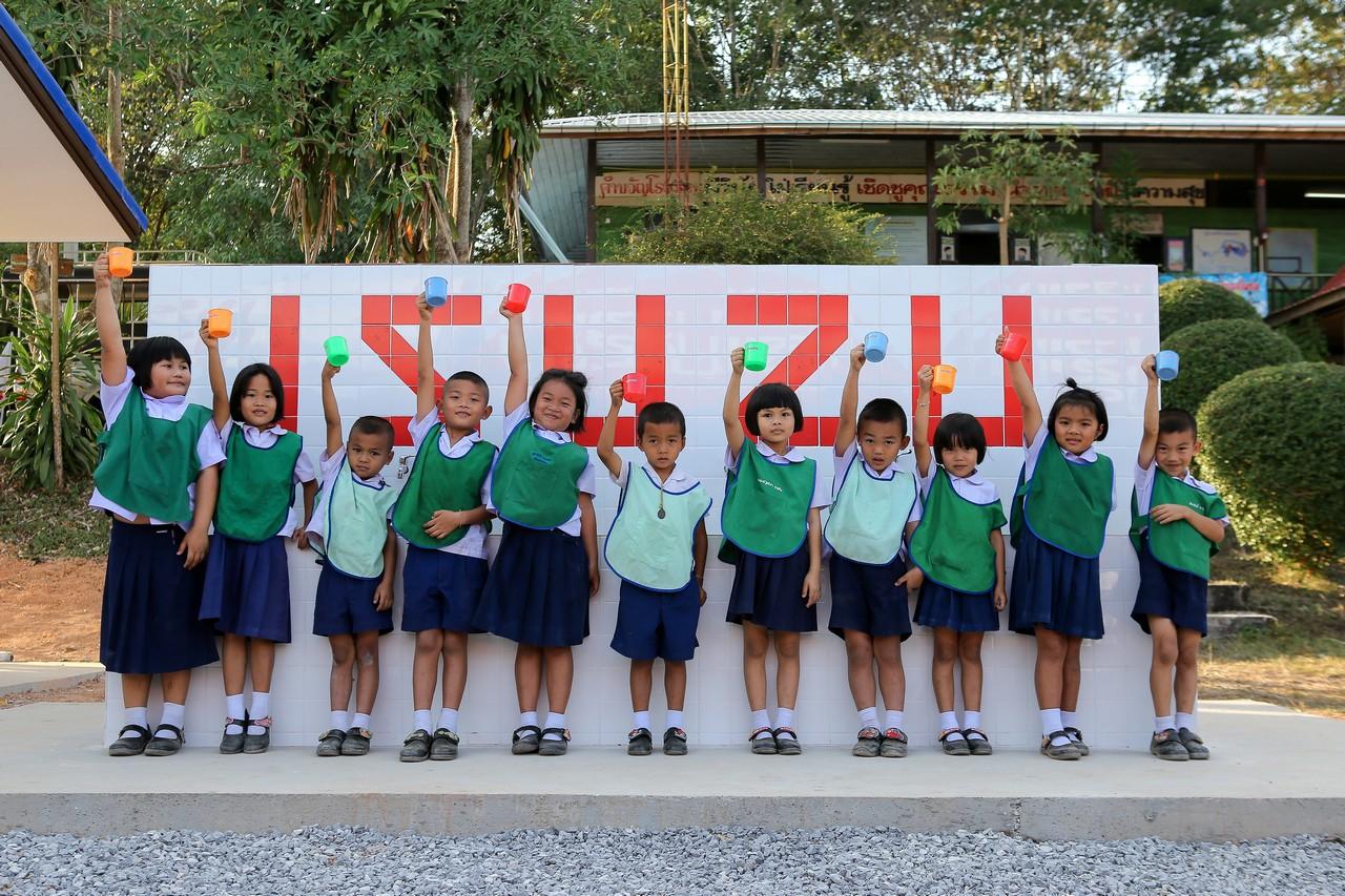 """ส่งท้ายปี 2562 อีซูซุส่งมอบโครงการ """"อีซูซุให้น้ำ…เพื่อชีวิต"""" ให้โรงเรียนบ้านโสกกล้า จ.หนองคาย แห่งที่ 36"""