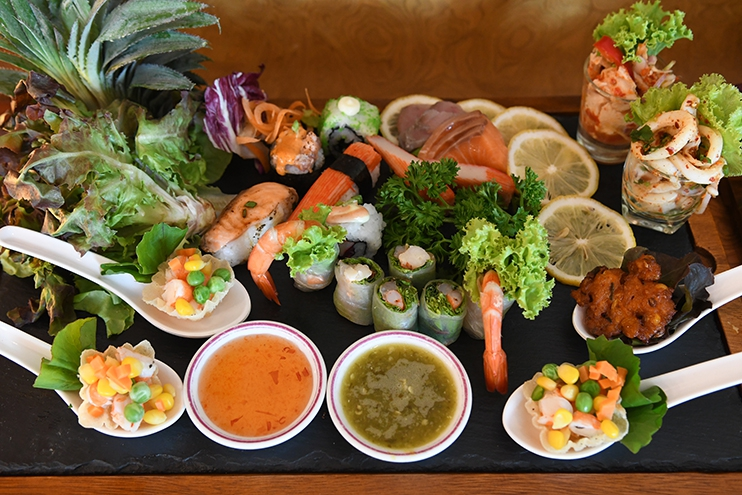 เต็มอิ่มกับอาหารนานาชาติแสนอร่อย ที่หมุนเวียนมาให้ลิ้มลองแบบไม่ซ้ำที่ ปรินซ์ คาเฟ่