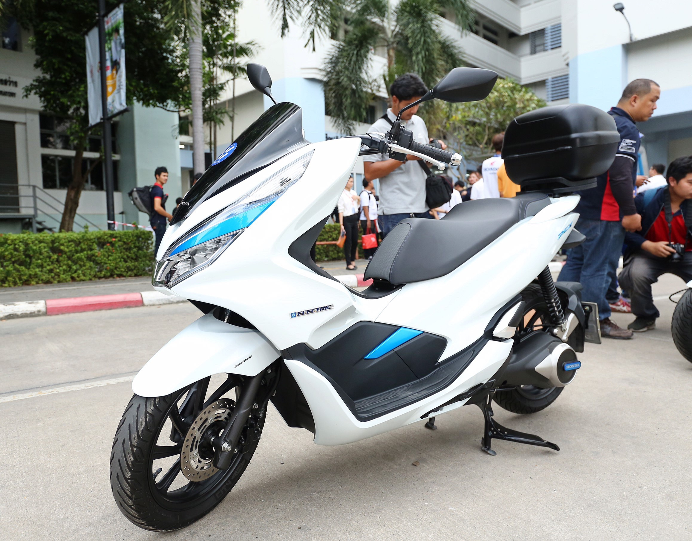 เปิดตัว PCX Electric Smart Station เพื่อศึกษารูปแบบ EV Sharing