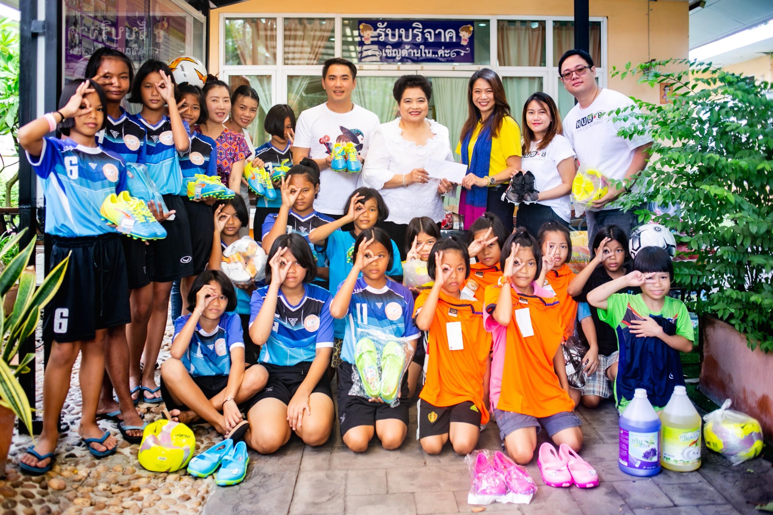 แพท- ชาน และกลุ่มเพื่อน สานต่อโครงการ แบ่งปันเพื่อน้อง มอบเงินและอุปกรณ์กีฬาแก่น้องๆ บ้านราชวิถี