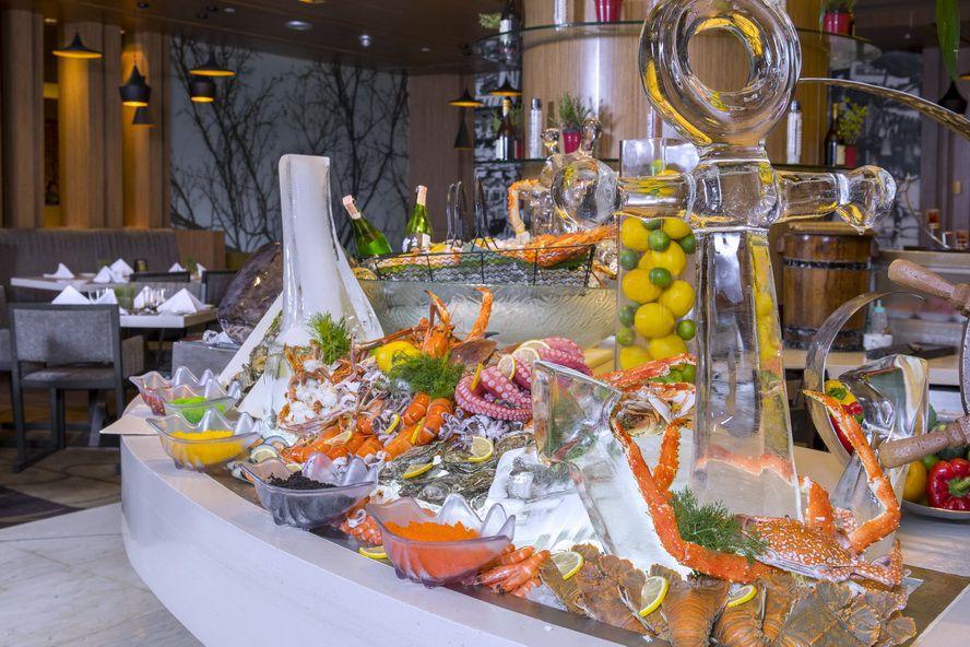 พาเหรดซีฟู้ดสุดอลังการทุกวันเสาร์กับ Luxury Lazy Lunch at Chatuchak Café
