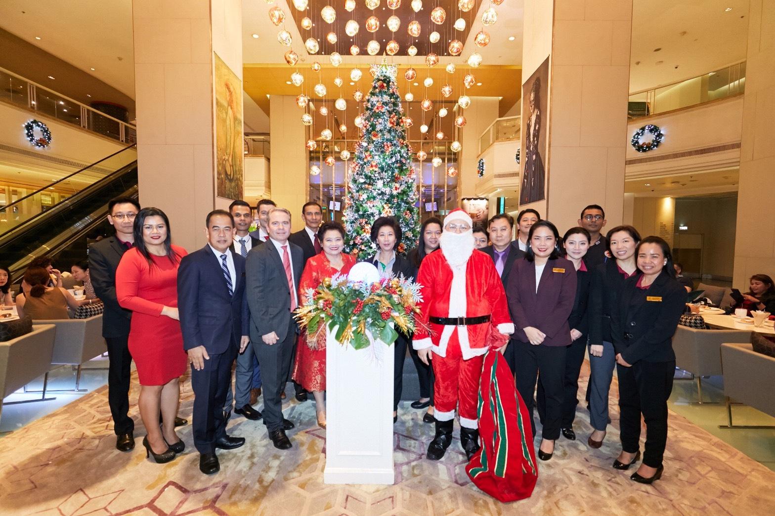 เปิดไฟต้นคริสต์มาสและจิบน้ำชายามบ่ายการกุศล โรงแรมปทุมวัน ปริ๊นเซส